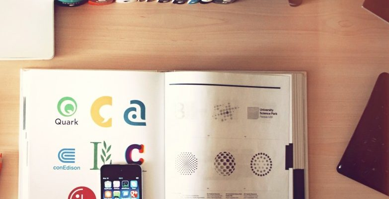 Shopping - Ratgeber apple-iphone-books-desk-e1498848118333-783x400 Schulbücher, Lernhilfen und Lernmaterialen online kaufen