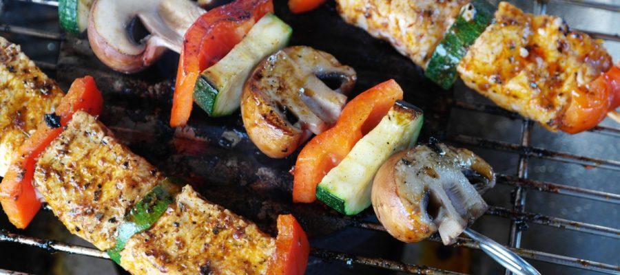 Shopping - Ratgeber meat-vegetables-gemuesepiess-mushrooms-111131-900x400 Grillen Sie bequem - der Onlinesupermarkt macht's möglich